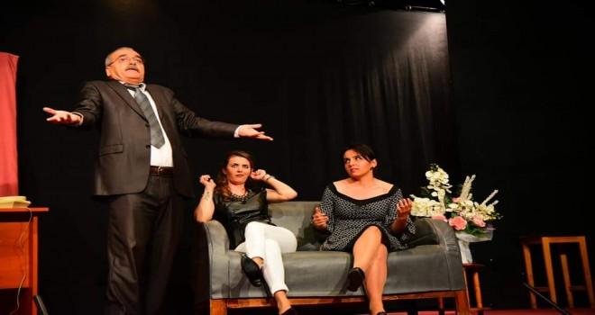 Tiyatro gösterisine yoğun ilgi