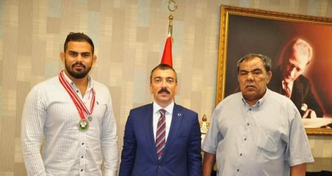 KIRKPINAR GÜREŞLERİ FİNALİSTİNDEN KAYMAKAM ARSLAN'A ZİYARET