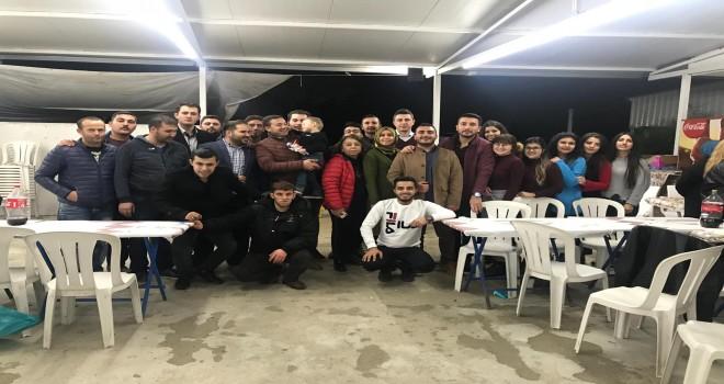 AK Partili gençler kaynaşma yemeğinde buluştu.