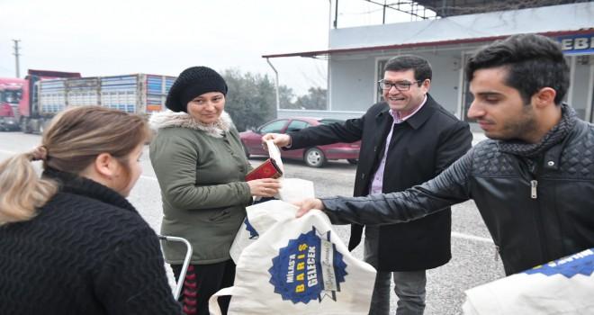 Saylak'tan Beçinli vatandaşlara bez torba